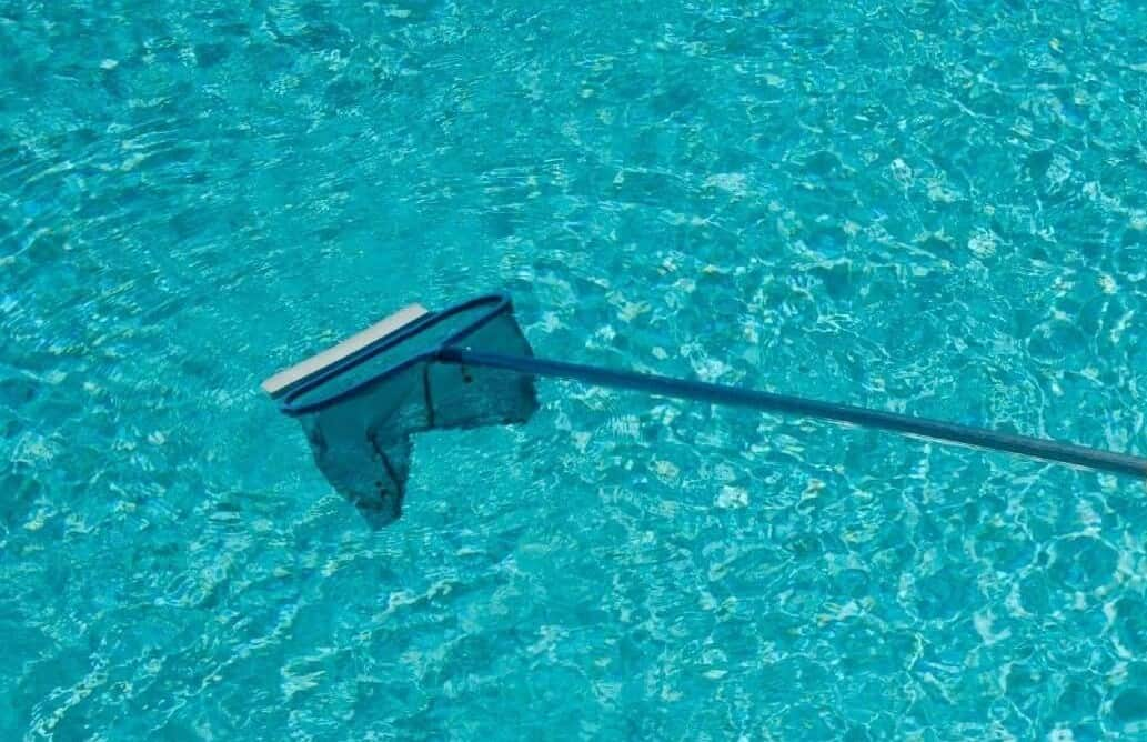 C mo llevar a cabo la limpieza de piscinas desmontables for Como limpiar fondo piscina