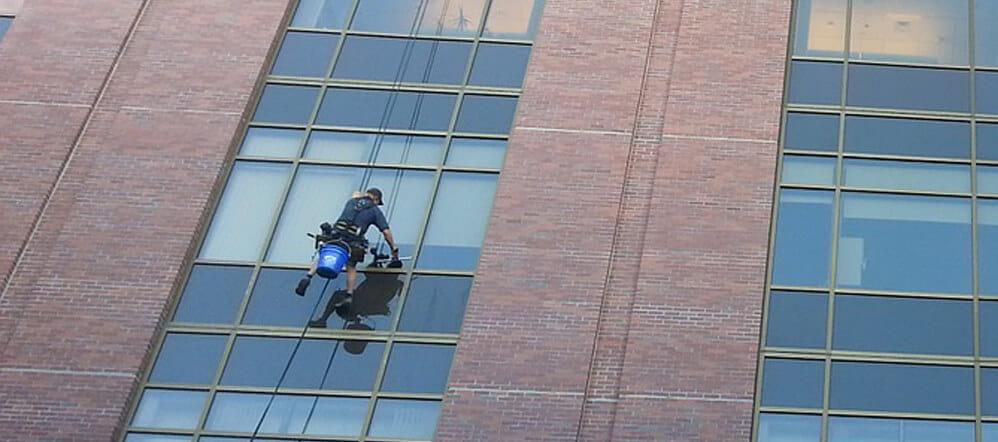 Limpiar-ventanas-y-cristales