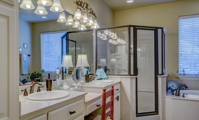 limpiar-cristales-baño