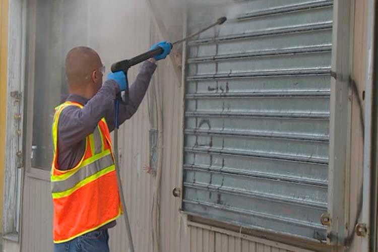 Limpiar mobiliario urbano escaparates y paredes con grafittis - Limpiar paredes de casa ...