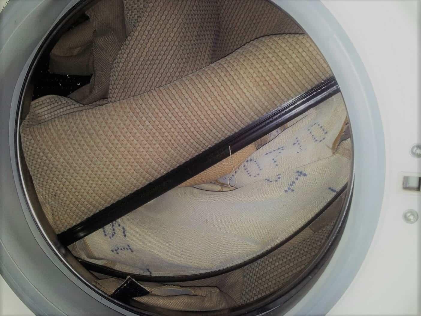 Limpieza de tapizados c mo hacerla de forma sencilla con for Jabon neutro para limpiar muebles