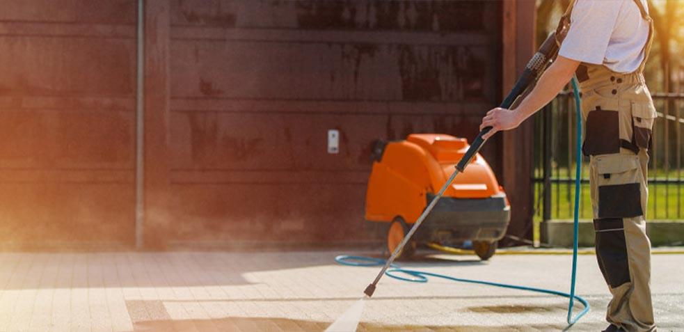 maquinaria-especialziada-en-limpieza-de-garajes
