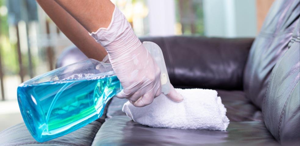 cómo-limpiar-manchas-sofá-de-piel