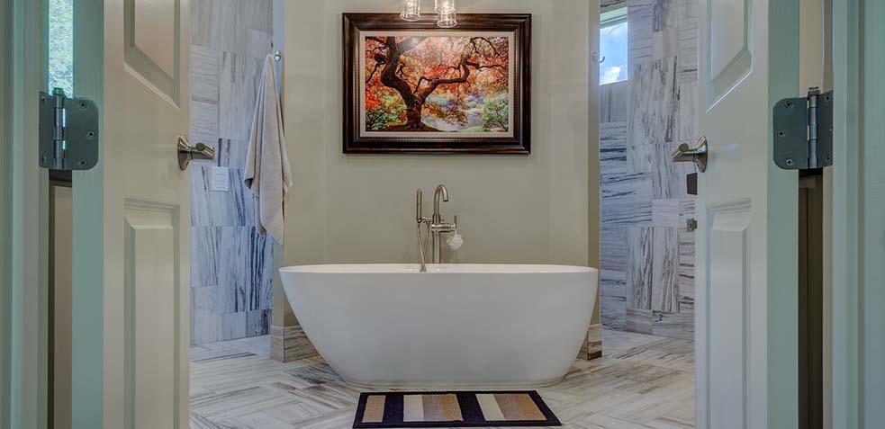 cómo limpiar el moho de la bañera