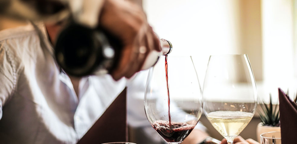 trucos para limpiar manchas de vino